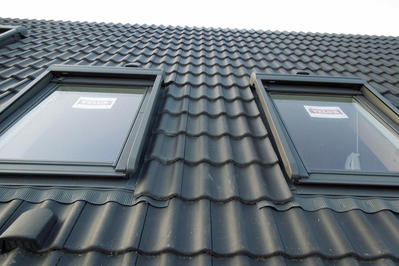 die dachfenster werden eingebaut › baublog - wir bauen unser massivhaus