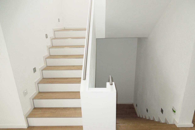 Treppengeländer Holz Geschlossen ~ Das fertige Treppenhaus › BauBlog  Wir bauen unser Massivhaus